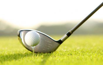 ゴルフの「ティーアップ」の意味