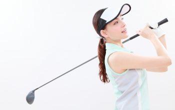 女性のゴルフ初心者が男性用クラブを使っても問題ない?