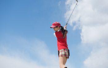 初心者必見!ゴルフのスイングの基本(練習方法・手首の使い方・理想的な軌道)