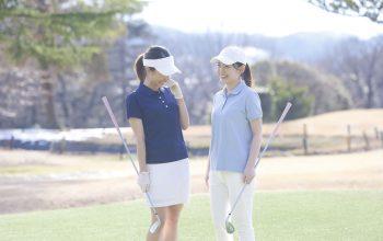 夏ゴルフの服装